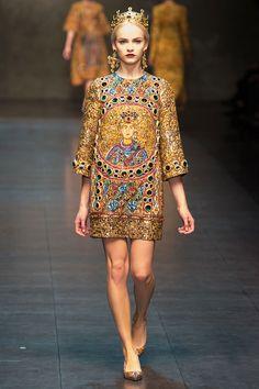 Princesas bizantinas y una influencia del cine italiano clásico en Dolce & Gabbana FW13 http://www.vogue.mx/desfiles/otono-invierno-2013-milan-dolce-gabbana/6792