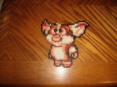 Gizmo, one of the main characters in the Gremlins series. He's a cute and fluffy mogwai who is the pet of Billy Peltzer. Sprite used = [link] Gizmo 2 Diy Perler Beads, Perler Bead Art, Anime Doki Doki, Pixel, Gremlins, Game Character, Beading Patterns, Rammer, Mosaic Ideas