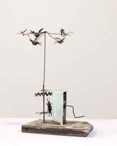 Bird Mobile, 1985, by artist Andy Cohen (1961 − ); brazed steel wire, tin on plinta