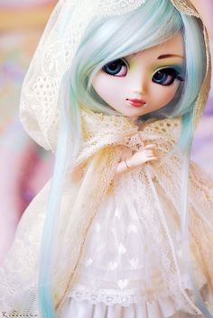 La Dame Blanche  II by Rinoninha, via Flickr