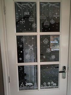 Gezellige raamtekening gemaakt voor de winter/kerst.