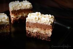 Prajitura cu nuca si crema mascarpone Romanian Desserts, Romanian Food, Cake Factory, Christmas Sweets, Something Sweet, Chocolate Cake, Great Recipes, Caramel, Sweet Treats