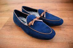 Loafers hechos en México diseño clásico azul moño vinipiel $799 de venta exclusiva en Tiendas Platino  www.tiendasplatino.com.mx www.facebook.com/tiendaplatino #HechoenMexico #Loafers #LoafersMexico #Slippers #SlippersMexico #Modamexicana #menstyle #mensfashion #modahombres #calzadomexico #mexico #ropamexicana #menswear #men #calzado #Platino #Cassiusshoes  #TiendasPlatino