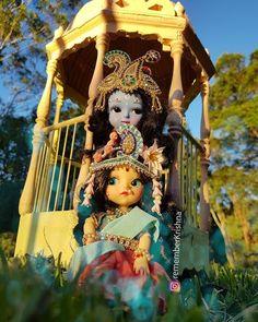 Radha Krishna Love Quotes, Lord Krishna Images, Radha Krishna Pictures, Radha Krishna Photo, Krishna Art, Baby Ganesha, Baby Krishna, Cute Krishna, Radhe Krishna Wallpapers