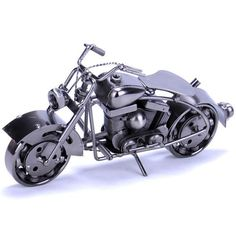 See those many small screws, nails, wire, spring, this is the fashionable motorcycle assembled by the designer's wonderful and creative thought, Aliyoyo really admire that professional designers, how they could make such a motorcycle become so valuable? The existence of the iron motorcycle model can meet the demands of people's spirit. Do you want to get one?