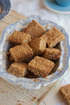 "my grandmother betty's crunchie recipe: its a legend. ""As I am on a baking mission to unearth, discover and divulge the best version of a variety of baked goods that I love, this recipe is the best one for crunchies. Baking Recipes, Cookie Recipes, Dessert Recipes, Dessert Bars, Crunchie Recipes, Crunchie Bar, Kos, Ma Baker, South African Recipes"