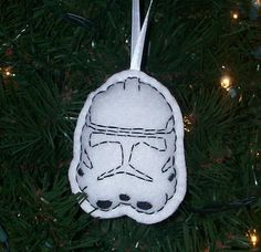 A variety of Star Wars ornaments, including embroidered ones. Wonder if I could make this?