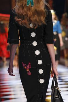 http://www.vogue.com/fashion-shows/fall-2016-ready-to-wear/dolce-gabbana/slideshow/details