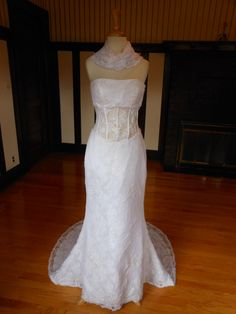 Search Used Wedding Dresses & PreOwned Wedding Gowns For Sale Second Hand Wedding Dresses, Top Wedding Dresses, Wedding Gowns, Beautiful Bridal Dresses, Beautiful Bride, Dress Sites, Floral Lace, Om, Style