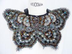 Plastron papillon plumes #artsdecoratifs #prunefauxplumassiere