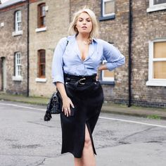 Trend Tackler: The Leatherette Pencil Skirt (Style me curvy) Plus Size Pencil Skirt, Satin Pencil Skirt, Curvy Women Outfits, Plus Size Outfits, Curvy Fashion, Plus Size Fashion, Pencil Skirt Outfits, Leather Mini Skirts, Cute Skirts