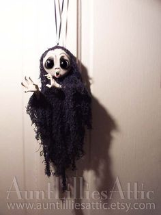 Ghost Ornament Halloween Decoration by AuntLilliesAttic on Etsy Gothic Halloween, Halloween Trees, Halloween Doll, Halloween Ornaments, Halloween Gifts, Halloween Decorations, Christmas Ornaments, Horror Crafts, Halloween Arts And Crafts