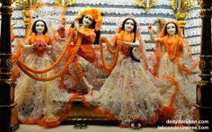 To view Radha Gopinath Lalita Vishakha Wallpaper of ISKCON Chowpatty in difference sizes visit - http://harekrishnawallpapers.com/sri-sri-radha-gopinath-lalita-vishakha-wallpaper-041/