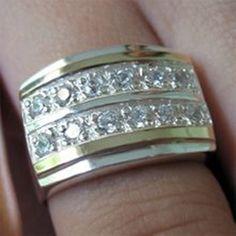 Anel em prata 950 com zirconias e dois apliques de ouro. Medidas da parte de cima: 18x12 mm. Peso medio: 5,7 g.