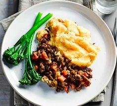 Prepare family dinners that are stress-free, simple and super nutritious using Good Food's healthy slow cooker recipes – perfect for cooking on busy weekdays. Slow Cooker Mince, Healthy Slow Cooker, Slow Cooker Recipes, Crockpot Recipes, Cooking Recipes, Slow Cooking, Cooking Ideas, Chicken Recipes, Shepherds Pie Rezept