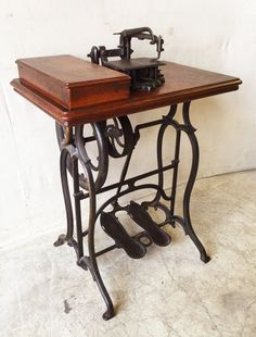 Antique Wheeler & Wilson Sewing Machine Table with Ornate Cast Iron Base…