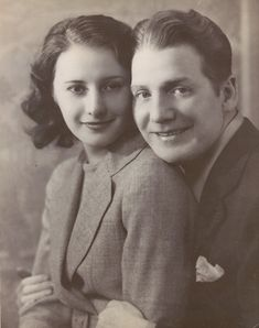 """olivethomas: """"Barbara Stanwyck and her first husband Frank Fay """" Golden Age Of Hollywood, Vintage Hollywood, Hollywood Stars, Classic Hollywood, Hollywood Couples, Barbara Stanwyck Movies, The Lady Eve, Fritz Lang, Famous Couples"""