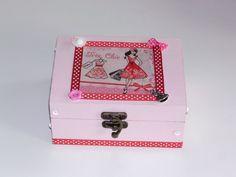 boîte a bijoux en bois très chic décorée en serviettage avec breloques pour femme : Chambre d'enfant, de bébé par idees-cadeaux-d-ameline