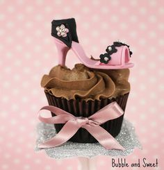 BUBBLE AND SWEET: HIGH HEEL SHOE CUPCAKES