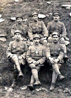 Aníbal Milhais com sargentos do Batalhão de Infantaria 15