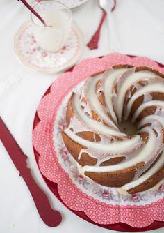 Hoy un bundt cake navideño para chuparse los dedos: bundt cake de turrón de chocolate blanco!! No puedes perdértelo...