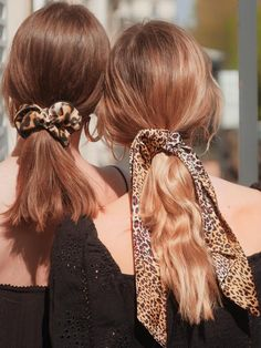 Foulchie Léo – Scrunchie is back Scrunchies, Headband Hairstyles, Easy Hairstyles, Hair Inspo, Hair Inspiration, Hair Stations, Corte Y Color, Hair Reference, Bad Hair Day