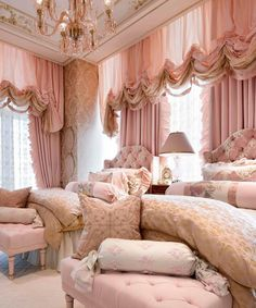 Based in Toronto and working for jet-setters around the planet, Lori Morris is recognized as one of the best interior designers. Discover her design projects! Luxury Interior, Home Interior Design, Room Interior, Interior Styling, Luxury Decor, Design Hotel Paris, Happy Room, Aesthetic Rooms, Pink Room