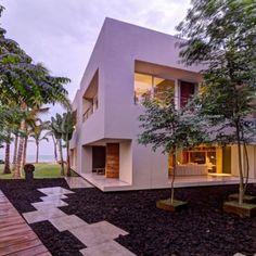Erst 2012 enstand dieses wundervolle Designhaus direkt am Meer mit Privatstrand.