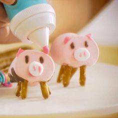 Pig Party, Farm Party, Pig Birthday, Birthday Treats, Mini Chef, Pig Pickin, Cute Marshmallows, Pig Crafts, Pretzel Sticks