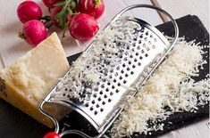 How to Clean a Cheese Grater. Grate a piece of raw potato. The hardness of the potato along with the oxalic acid will get that cheesy gunk off your grater. Household Cleaning Tips, Diy Cleaning Products, Cleaning Solutions, Deep Cleaning, Cleaning Hacks, Cleaning Supplies, Cleaning Stove, Homemade Products, Kitchen Cleaning