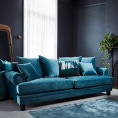 Elegant blue cerulean velvet sofas ideas with pillows living room design and decor Living Room Sofa, Living Room Decor, Living Rooms, Turquoise Couch, Teal Couch, Best Interior Design Websites, 5 Seater Sofa, Velvet Sofa, Velvet Lounge