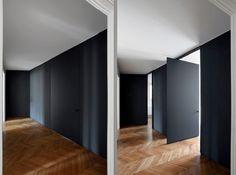 Puertas en negro.