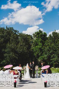 Leu Gardens Wedding Photographer | Orlando Wedding | Parasols | Wedding Ceremony | Wedding by Soltren Photography | www.soltrenphotography.com