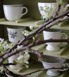 Hullaannu ja hurmaannu: Omenapuunkukat ja kupit Tableware, Kitchen, Dinnerware, Cooking, Tablewares, Kitchens, Dishes, Cuisine, Place Settings