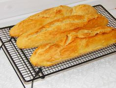 The best baguette in the world . bread can be sin - Backen-Brioches, Brot, Hefegebäck - Travel Bagan, Best Pancake Recipe, Bread Starter, Mets, Pampered Chef, Foodie Travel, Hot Dog Buns, Italian Recipes, German Recipes