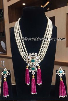 South Sea Pearls Set with Ruby Beads Tassels South Sea Pearls Set with Ruby Beads Tassels Beaded Jewelry Designs, Bead Jewellery, Jewelry Patterns, Necklace Designs, Indian Wedding Jewelry, Indian Jewelry, Bridal Jewelry, Gold Jewelry, Trendy Jewelry