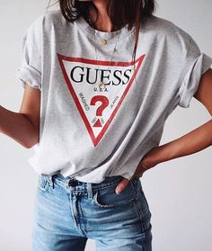styling graphic tee, guess t-shirt, styling t-shirt, styling jeans and tee, graphic tee style, fall fashion