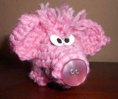 Hosentaschenhäkelschweinchen von Charlie Strickgarn auf DaWanda.com