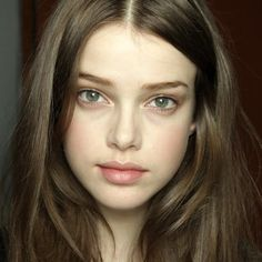 Brunette No Makeup Clue Peachy Cheeks Besides The Fact That She Has Horrible Bags Under Her Eyes Julia Saner