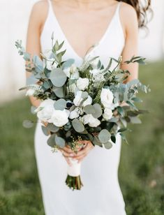 This Minimalistic Modern Cityscape Wedding was Brimming with Greenery Glam Details - Green Wedding Shoes Simple Wedding Bouquets, Rose Wedding Bouquet, Wedding Flower Arrangements, Bride Bouquets, Simple Weddings, Wedding Flowers, Flower Bouquets, Purple Bouquets, Bridesmaid Bouquets