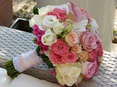 Brautstrauss in rosa Tönen mit vielen verschiedenen Rosen