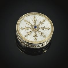 MARKED FABERGÉ WITH THE IMPERIAL WARRANT, APPARENTLY NO DATE OR TOWN MARK, PROBABLY MOSCOW, CIRCA 1900