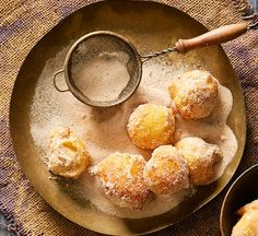 Cinnamon puffs with dulce de leche recipe  - Better Homes and Gardens - Yahoo!7
