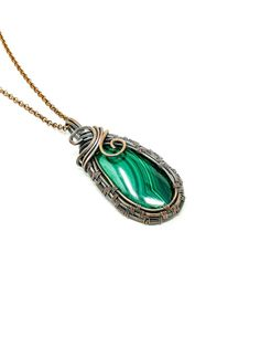 Here is a stunning wire weaved Malachite pendant that is for the heart. This stone taps into both your Heart / Throat chakra and help with the movement of energy throughout. Gypsy Jewelry, Copper Jewelry, Gemstone Jewelry, Crystal Pendant, Crystal Necklace, Malachite Jewelry, Jewelry Gifts, Unique Jewelry, Wire Wrapping Crystals