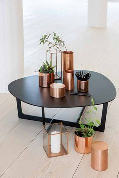 Copper decor can take a neutral room from boring to edgy or bland to BAM! Here are our 4 favorite ways to add copper accents to your home. Scandi Living, Home And Living, Copper Living Room Decor, Copper Interior, Interior And Exterior, Marble Interior, Deco Design, Design Design, Design Ideas