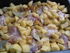 Pulpe de pui cu cartofi la cuptor - CAIETUL CU RETETE Hawaiian Pizza, Potatoes, Vegetables, Food, Potato, Essen, Vegetable Recipes, Meals, Yemek
