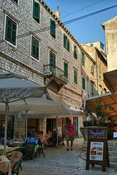 Sibenik, Croatia. Población situada en la zona central de Dalmacia, en la moderna Croacia, junto a la desembocadura del río Krka en la costa del mar Adriático.