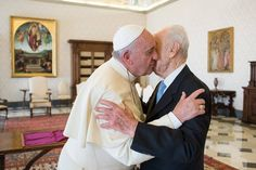 "Pape François - Pope Francis - Papa Francesco - Papa Francisco : sept 2014 – rencontre de l'ancien Président israélien Shimon Peres. Shimon Peres asked Pope Francis to head a parallel United Nations called the ""United Religions"" to counter religious extremism in the world today."