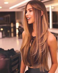 Pin by taylor on beauty in 2019 balayage hair, hair styles, dyed hair. Balayage Long Hair, Ombre Hair, Long Hair Highlights, Honey Highlights, Balayage Hairstyle, Brunette Hair, Blonde Hair, Hair Goals, Hair Inspiration