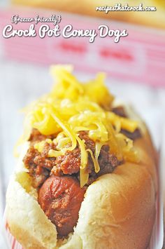 Crock Pot Coney Dogs! Slow Cooker Chili Dog Recipe that is #FreezerFriendly #CrockPot